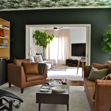 decoração de interiores - sala com tons verdes com sofás castanhos